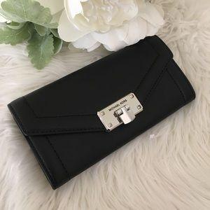 Michael Kors Large kinsley carryall wallet clutch